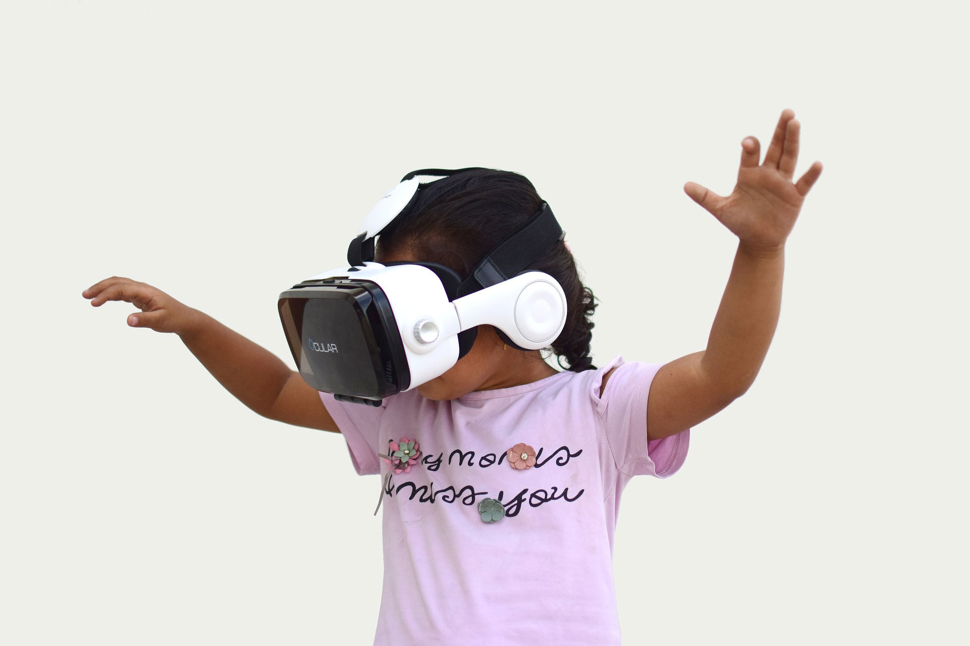 A child wearing VR glasses
